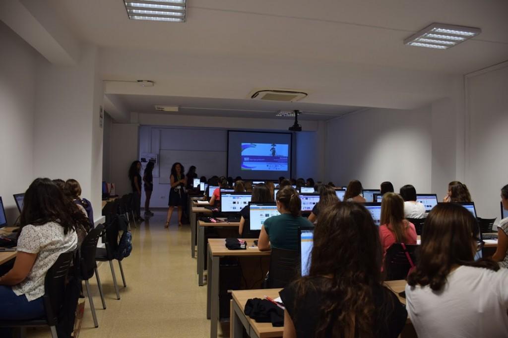 aula campus tecnológico chicas